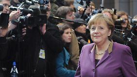 Mehr Geld für den Rettungschirm?: Merkel scheint nicht abgeneigt