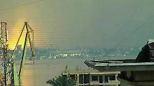 Von Kinshasa aus ist das Feuer in Brazzaville zu sehen.