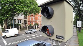 Fest installierte Blitzer stehen oft an Unfallschwerpunkten.