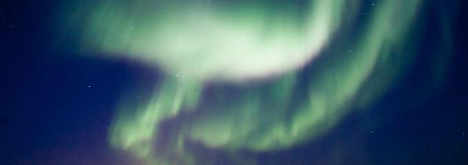 Im kanadischen Yellowknife führt der Sonnensturm zu faszinierenden Bildern.