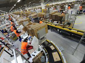 Künftig packen hier Roboter mit an. Mit der technischen Unterstützung sollen die Arbeiter künftig doppelt so viel schaffen.