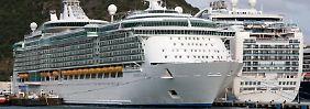 """Umweltschützer sehen in Kreuzfahrtschiffen """"dreckige Rußschleudern"""". Die Reedereien wollen gegensteuern und grüner werden."""