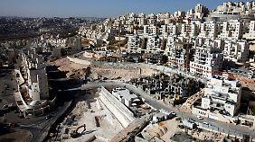 Siedlung in der Nähe von Jerusalem. Häufig illegal errichtet, kritisiert auch die Weltgemeinschaft seit einigen Jahren die Praxis.