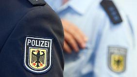 Menschen mit dunkler Haut werden in Deutschland öfter kontrolliert, das zeigen jedenfalls die Berichte der Flüchtlingsräte.