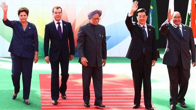 Die politischen Führer aus Brasilien, Russland, Indien, China und Südafrika, Rousseff, Medwedew, Singh, Hu und Zuma auf ihrem Treffen in Neu Delhi.