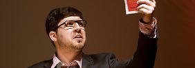 Christopher Lauer, hier beim Parteitag der NRW-Piraten im vergangenen März, ist seit September 2011 Mitglied des Abgeordnetenhauses von Berlin und 27 Jahre alt. Von Mai 2010 bis Mai 2011 war er politischer Geschäftsführer der Piratenpartei.
