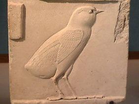 Das Artefakt aus dem Louvre zeigt die Wachtel als ägyptische Hieroglyphe.