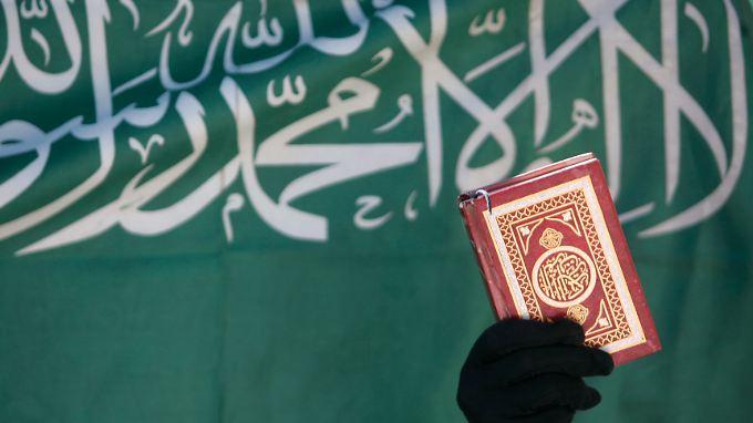 Im arabischen Original ist der Koran überall auf der Welt gleich. Übertragungen bieten die Möglichkeit, Akzente zu setzen.