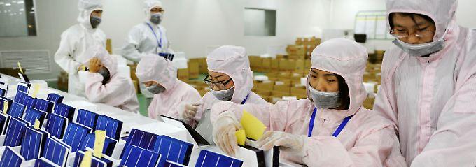 """""""Teilweise 30 Prozent unter den eigenen Kosten"""": Solarzellen-Produktion in einem Werk in Hefei."""