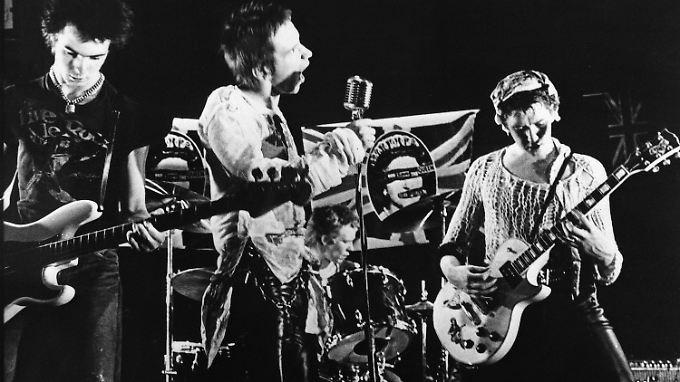 So jung und frisch wie 1977 sind die Sex Pistols längst nicht mehr. Bassist  Sid Vicious (l.) starb 1979 nach einer Überdosis.