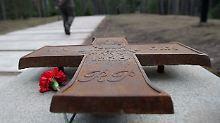 Ein Mahnmal erinnert auf dem Militärfriedhof von Katyn an das Massaker.