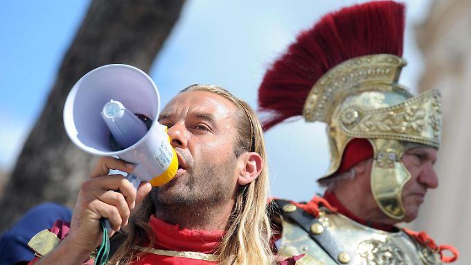 Demonstration gegen Sparkurs in Rom: Trotz aller Bemühungen wird Italien seine Haushaltsziele nicht wie geplant erreichen.