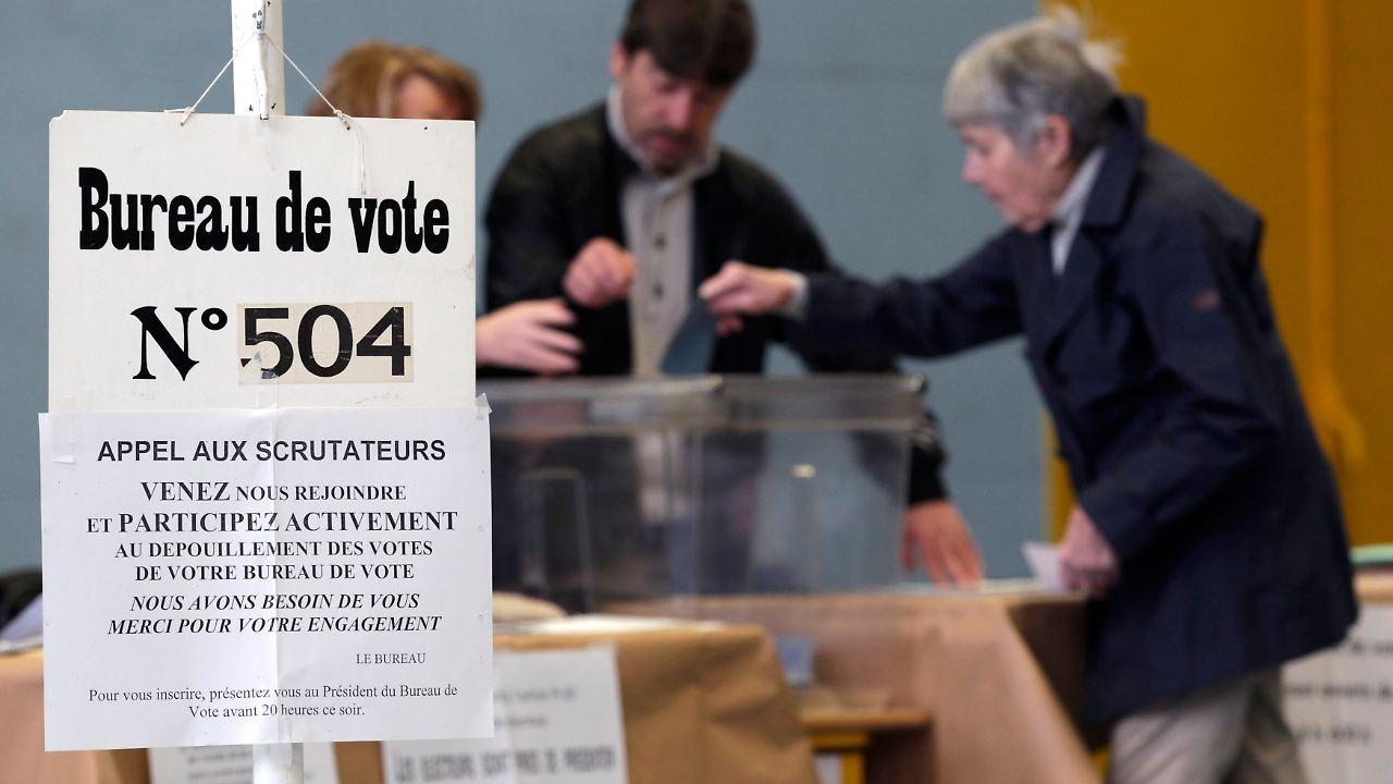 Primaire le bureau de vote au kursaal à besançon ne désemplit