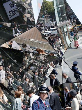 Spiegelbildlich: Einkaufszentrum in Tokio