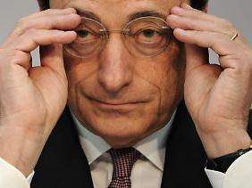 EZB-Präsident Mario Draghi meint, die Regierungen seien nun an der Reihe, mit strukturellen Reformen ihre Volkswirtschaften in Form zu bringen.