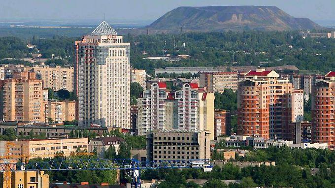 Ungewöhnliche Mischung: Donezk ist eine moderne Metropole mit viel Grün, die an vielen Stellen noch an die alten Industrien erinnert.