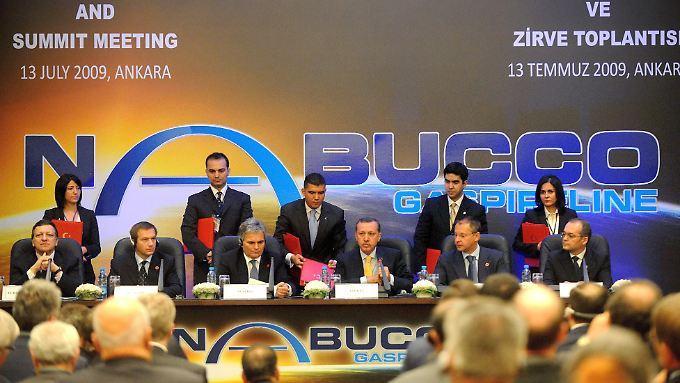 Unterzeichnung der Regierungsvereinbarung zur Nabucco-Pipeline: Dem Vorzeigeprojekt droht durch den Ausstieg von RWE das Ende.