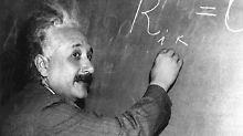 Masse krümmt Zeit und Raum: Hatte Einstein Recht mit seiner Theorie?