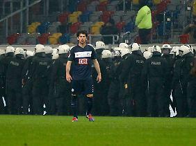 Mehrere Hundertschaften der Polizei sicherten den Hertha-Block ab.