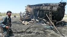 Diese Bild ging im September 2009 um die Welt: Der Angriff der Bundeswehr auf zwei Tanklastzüge in Afghanistan forderte fast 100 Todesopfer.