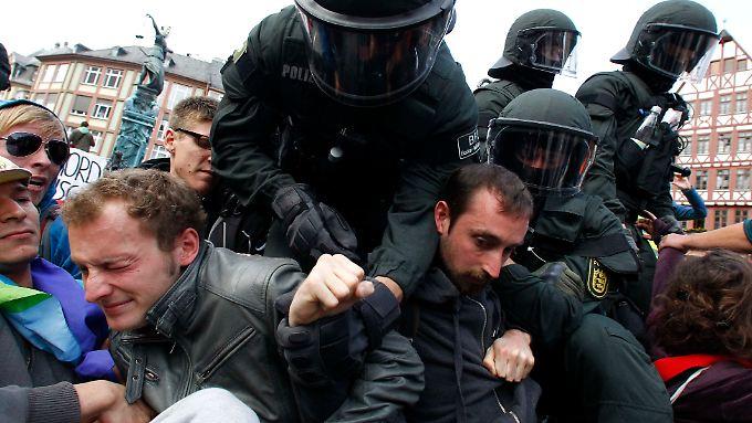 Die Polizei nahm 150 Personen fest.