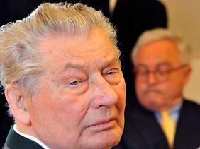 Im Verfahren mit den Erben des Münchner Filmhändlers Leo Kirch wird Ackermann Prozessbetrug vorgeworfen - die Ermittler durchsuchten deshalb sein Vorstandsbüro.