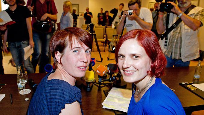 """Gemeinsamer Auftritt in Hannover: Katja Kipping (l.) und Katharina Schwabedissen kandidieren """"als Team""""."""