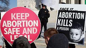Befürworter und Gegner von Abtreibungen demonstrieren vor dem Obersten Bundesgericht in Washington D.C.