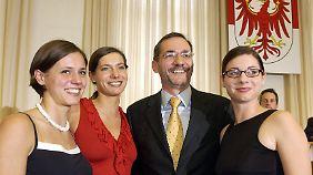 Nach der Vereidigung als Ministerpräsident 2002: Platzeck mit seinen Töchtern.