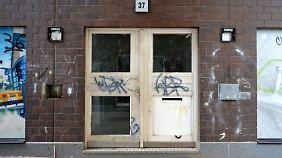 Der Eingang des Mietshauses, in dem sich das Drama abgespielt hat.
