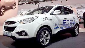 Mit dem ix35 Fuel Cell Electric Vehicle (FCEV) hat Hyundai vor wenigen Wochen bewiesen, dass alternative Antriebe schon heute alltagstauglich sind. Der mit Wasserstoff betriebene Brennstoffzellenfahrzeug ...