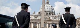 Was ist da bloß los im Petersdom?
