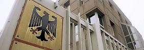 Die Münchener Rechtsanwaltskammer wirft der Versicherung eine rechtlich unzulässige Einschränkung des Rechts auf freie Anwaltswahl vor.