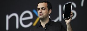 Google-Manager Hugo Barra zeigt den Tablet-PC.