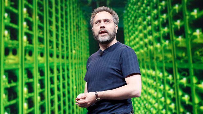 """Urs Hölzle präsentiert die """"Google Compute Engine""""."""