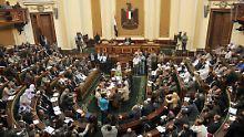 Das Parlament kam zu einer Kurzsitzung zusammen.
