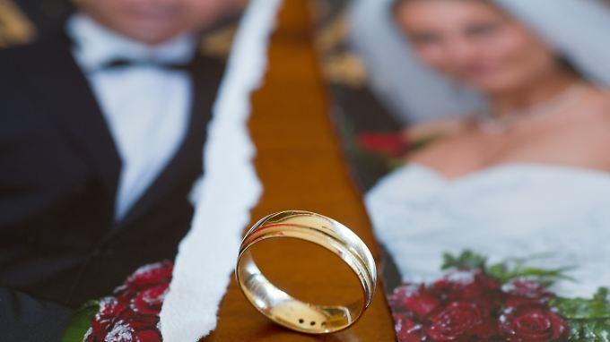 Jede elfte von 1000 Ehen wird 2011 in Deutschland geschieden.