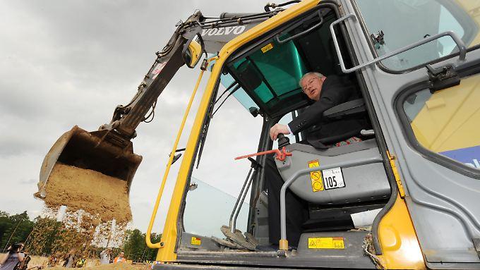 Für Konzernchef Roland Koch ist Bilfinger Berger derzeit eine Baustelle. An mehreren Firmen hat er in letzter Zeit erfolgreich gebaggert.