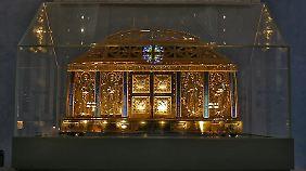 Der Schrein mit den Gebeinen der Hl. Hildegard von Bingen in der Pfarrkirche von Eibingen.