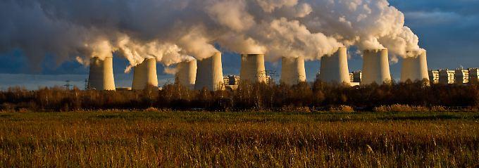 Ohne Strahlenmüll: Im südbrandenburgischen Jänschwalde gewinnt der Energiekonzern Vattenfall Strom aus der Verbrennung von Braunkohle.