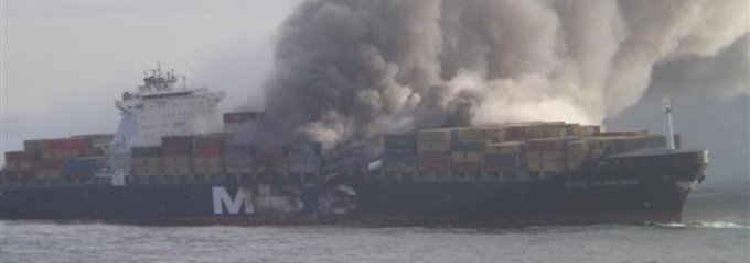 """Erste Bilder: die """"Flaminia"""" drei Tage nach der Explosion."""