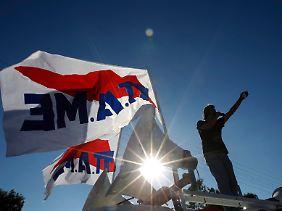 Folgen der Reformauflagen: Proteste gegen Jobabbau und Lohnsenkungen.