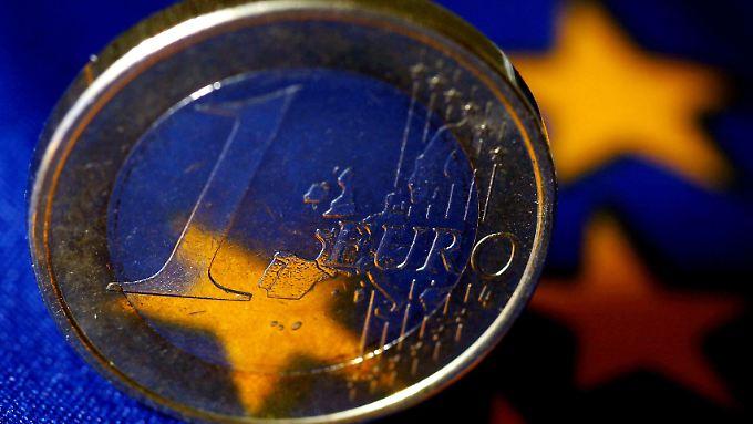 Laut Medienberichten wollen EZB und Rettungsfonds EFSF gemeinsam Anleihen von Spanien und Italien kaufen, um die explodierenden Zinsen der verschuldeten Länder zu drücken.