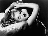 """Hefners Kommentar dazu: """"Wer will nicht bis in alle Ewigkeit neben Marilyn liegen?"""""""