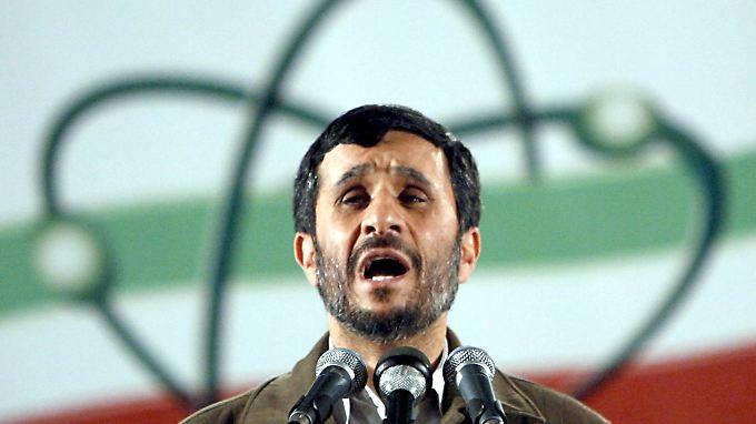 Irans Präsident Mahmud Ahmadinedschad: Die britische Großbank Standard Chartered soll dem Mullah-Regime jahrelang geholfen haben, US-Sanktionen zu umgehen.