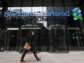 Die britische Großbank Standard Chartered soll laut US-Aufsehern systematisch Überweisungen gefälscht haben, um Geldströme aus dem Iran zu verschleiern.