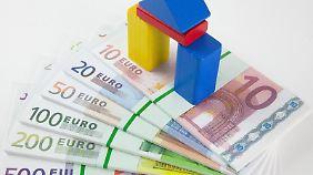 Auf Nummer sicher: Ein Bausparvertrag soll Verbrauchern niedrige Zinsen sichern. Derzeit sind aber auch Bankdarlehen sehr günstig. Foto: Kai Remmers
