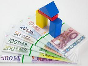 Auf Nummer sicher: Ein Bausparvertrag soll Verbrauchern niedrige Zinsen sichern. Derzeit sind aber Bankdarlehen oft günstiger.