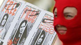 Zwei Jahre für Pussy Riot: Urteil sorgt für internationale Empörung