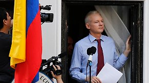 Öffentlicher Auftritt in London: Julian Assange bedankt sich